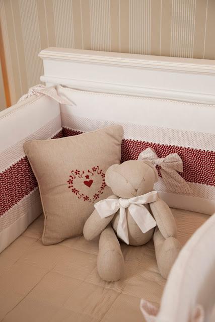 Um Quarto de Bebê Bege & Vermelho ~ Senhora Inspiração! Blog ~ Um Quarto De Laranja Blog