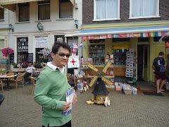 เมือง Delft อยู่ระหว่างเมือง Rotterdam กับเมือง Hague