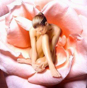 http://4.bp.blogspot.com/-Z4r4LHuBrvI/T1dgWtg37vI/AAAAAAAAC-A/phQV4G8hY7M/s1600/20090901-MulherFlor.jpg