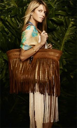 Martha Medeiros coleção Resort 2015 bolsa de franjas e xale de seda