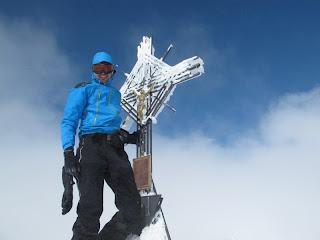 Ich posiere auf meinem ersten Ski-Dreitausender