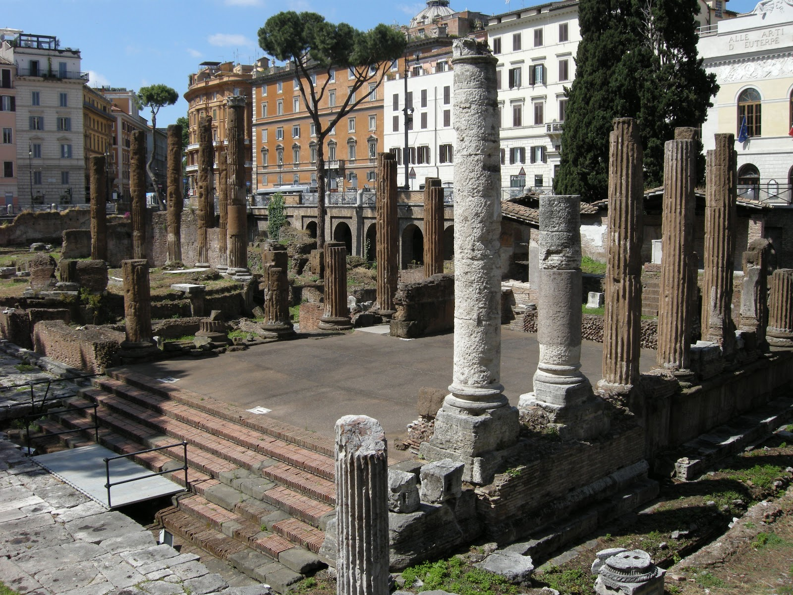 largo argentina temples The sacred area of largo argentina was uncovered during demolition works begun in 1926 in the district bounded by via del four temples are visible to this.