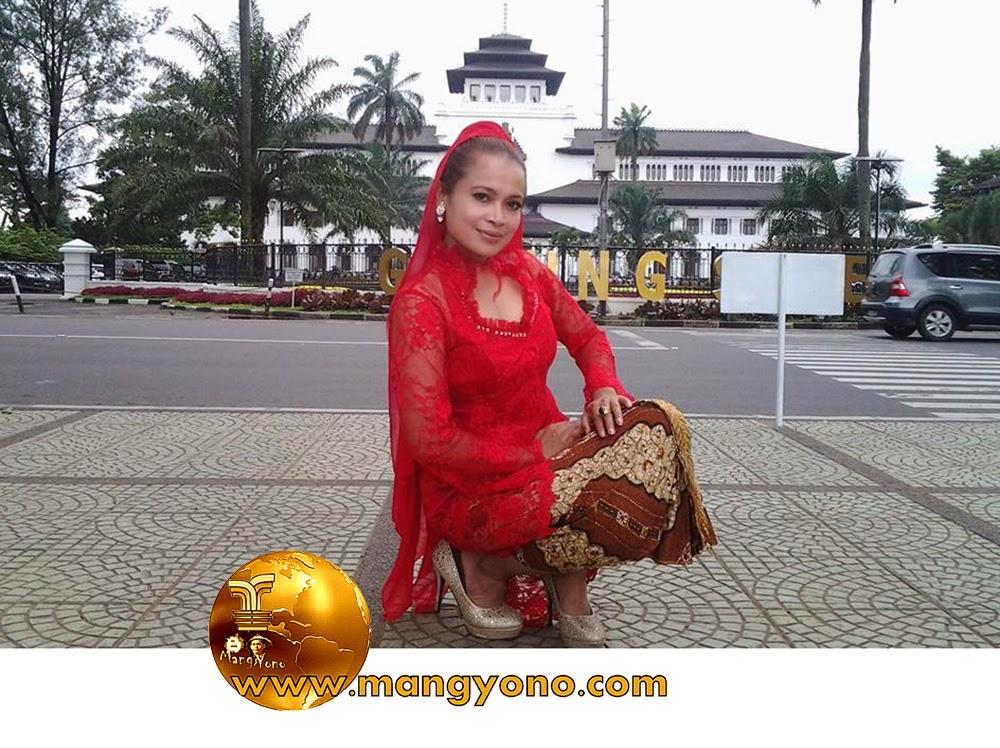 FOTO : Yuli Merdekawati, Lurah Cigadung, Subang