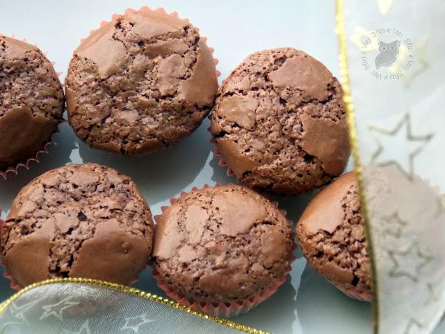 dolcetti con albumi nocciole e cioccolato (senza glutine e senza latticini)