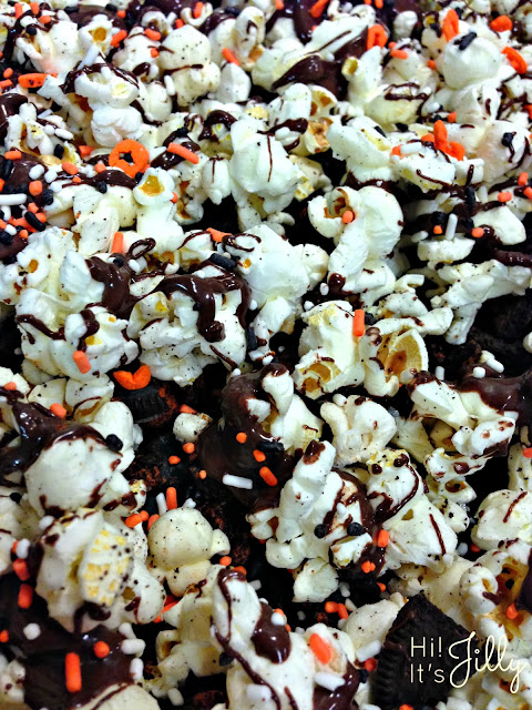 Chocolate Drizzled Halloween Oreo Popcorn from Hi! It's Jilly. SO easy and SO festive! #recipe #chocolate #halloween