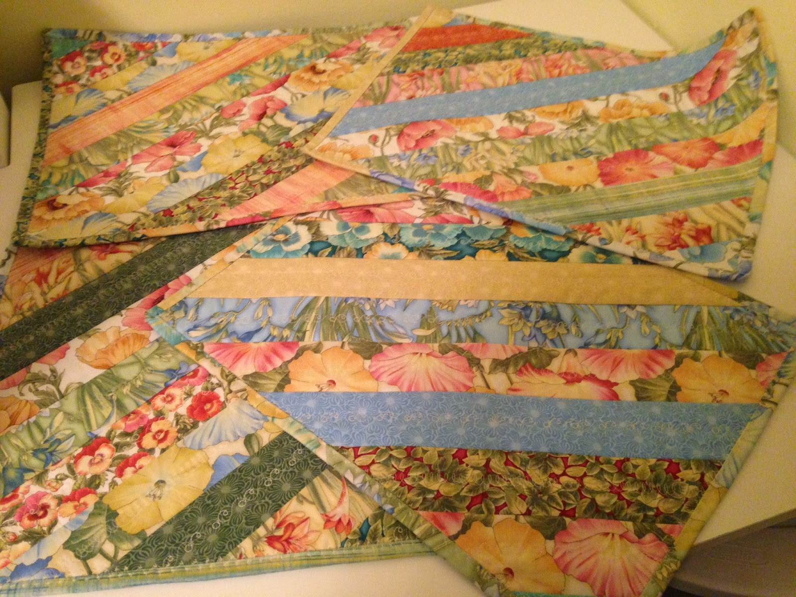 QUILTS AND SUCH: Mondo Bag & Placemats! : quilt as you go placemats - Adamdwight.com