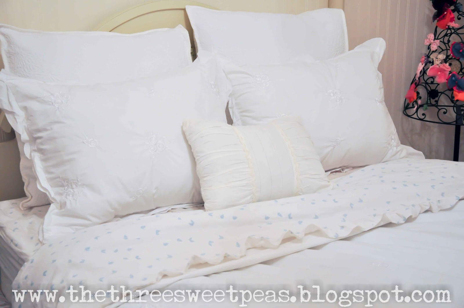 .99 Ikea Pillow Hack!! (decorating idea) : ideas for pillows on bed  - pillowsntoast.com