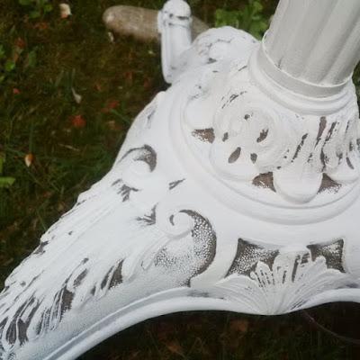 base di una vecchia lampada ricolorata con pittura