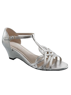 http://www.daxon.co.uk/ladies-sandals-with-ankle-straps.htm?ProductId=061460464&t=1