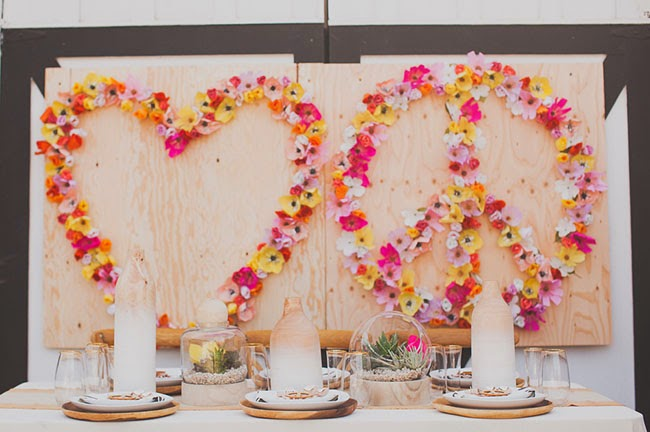 Decoraci n f cil un panel con flores para una boda love - Decoracion con paneles ...