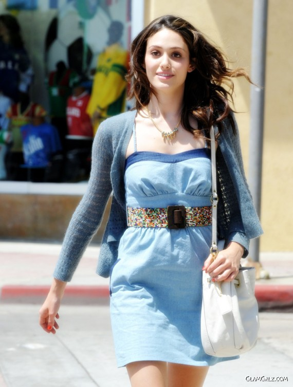 http://4.bp.blogspot.com/-Z6xT3HOVxI8/TklA-pvmq9I/AAAAAAAAFD8/W1aSWdch8Ig/s1600/emmy_rossum_street_fashion%2B%25286%2529.jpg