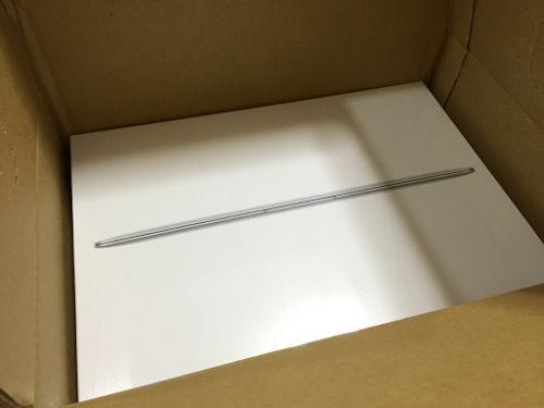 新しいMacBookのパッケージ