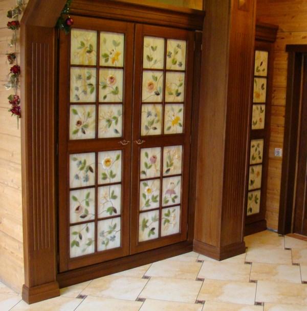 Дверные вставки  с росписью золотой краской выполненные в технике фьюзинг