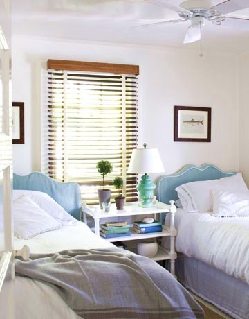 Chic home design and decor beach cottage in white and blue for Beach cabin decor