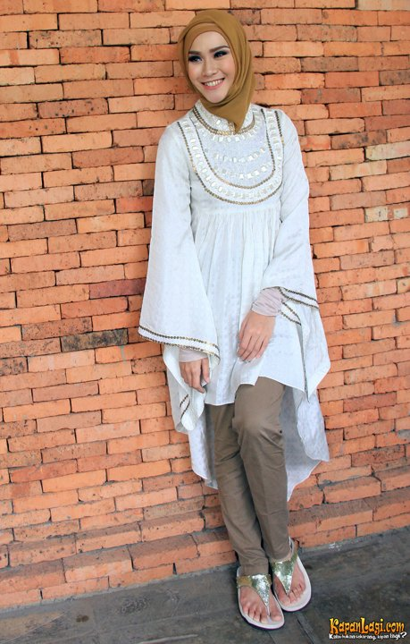 Model Baju Casual Berhijab Ala Zaskia Adya Mecca