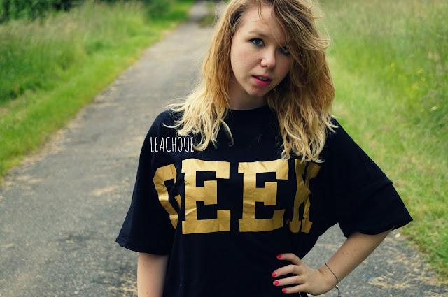 Belle blonde, geek, haut, marque, jolie