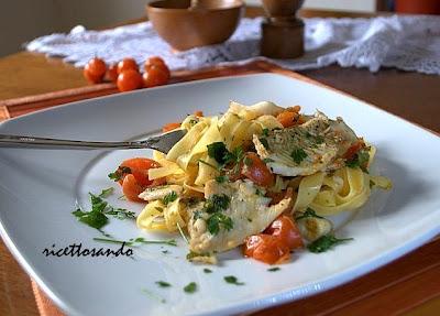 Tagliatelle light con platessa e ciliegini ricetta dietetica di pasta e pesce