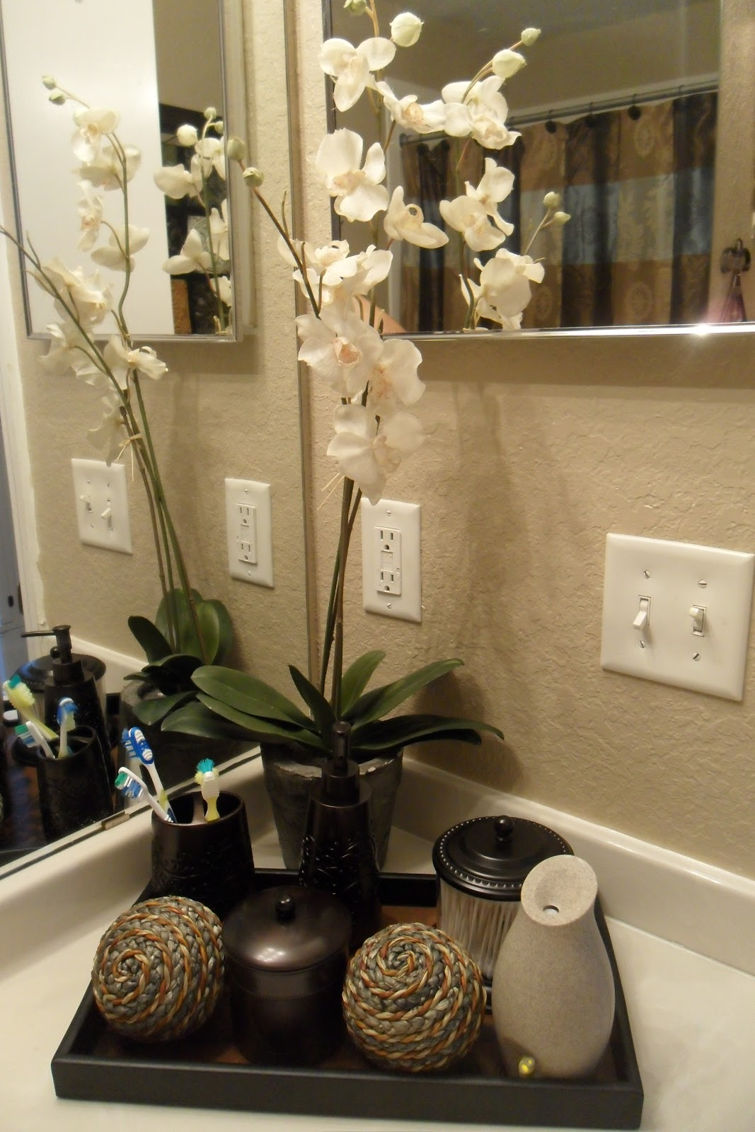 Decorating with one pink chic went shopping and redone my for Small bathroom decorating ideas photos