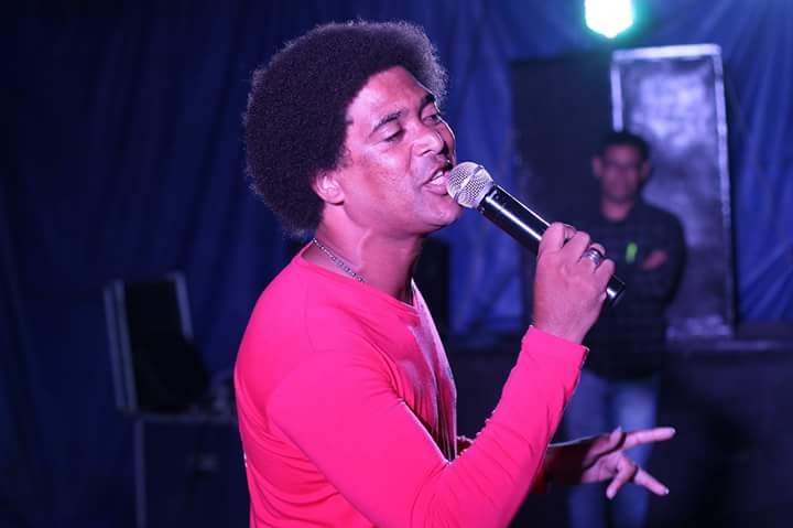 Almir Júnior (P) de Mairi é o vencedor do 2º Festival Cantos do Jacuípe