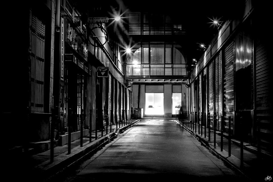 Rue sombre et deserte dans paname architecture et - Dessin sombre ...