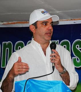 Luis Abinader dice la gente votará contra los grandes problemas y no por chismes irrelevantes