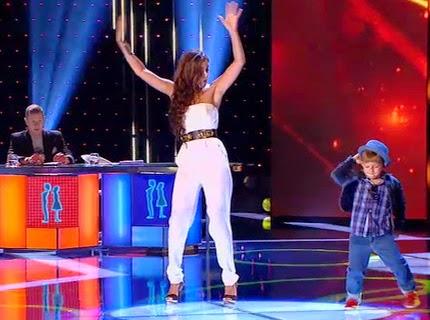 Melody baila El Gorila junto con Adrián: Pequeños Gigantes Gala 1