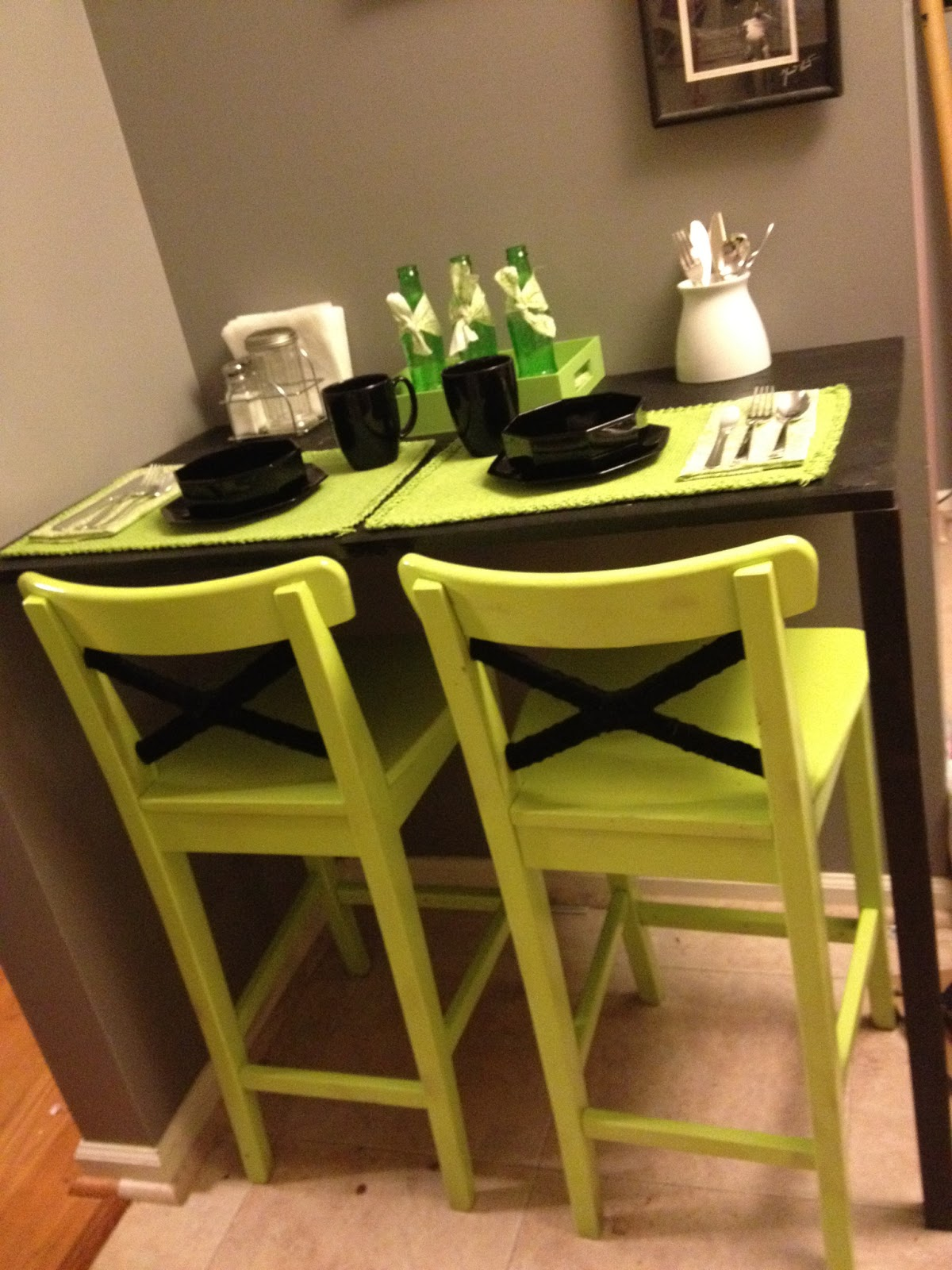 madcap frenzy graphic design diy and everything in between diy breakfast nook and ikea stool. Black Bedroom Furniture Sets. Home Design Ideas
