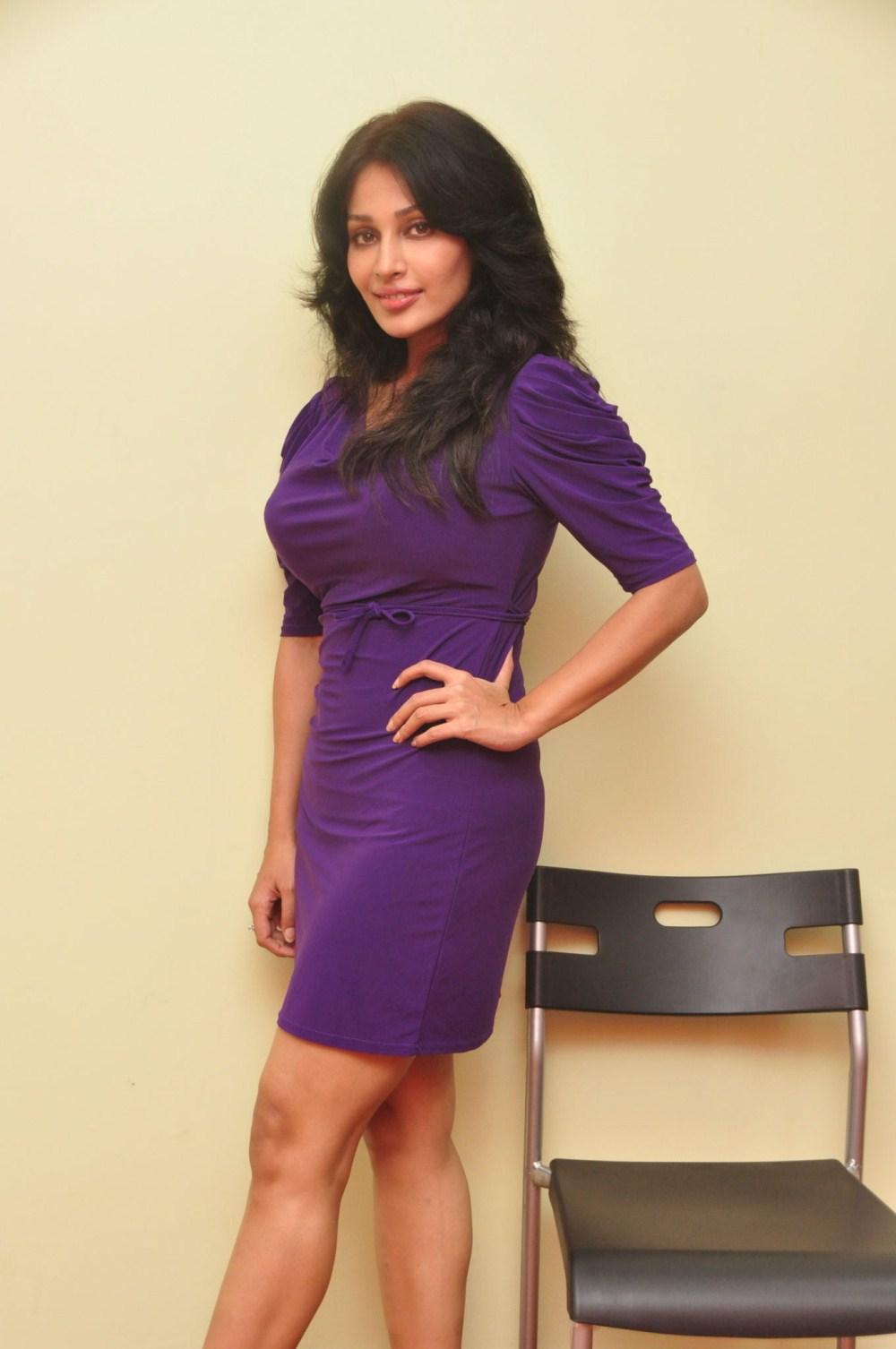 Asha Saini Age, Weight, Height, Body ... - The Star Info