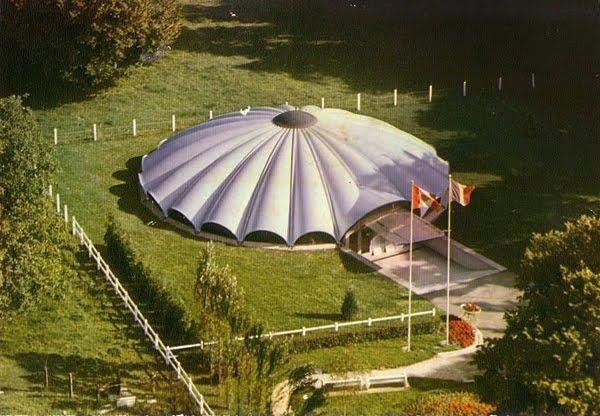 Sainte-Mère-Église - Musée Airborne - Airborne Museum  Architecte: François Carpentier   Construction 1962-64