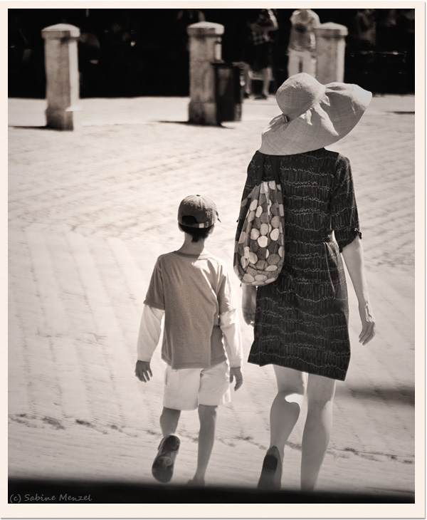 Psynopsis Siena Woman and Boy Walking
