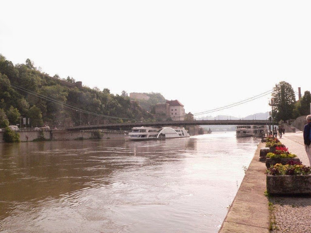 Urlaub Sommer Bayern Familie Dorf Passau Sonne Donau Ortsspitze