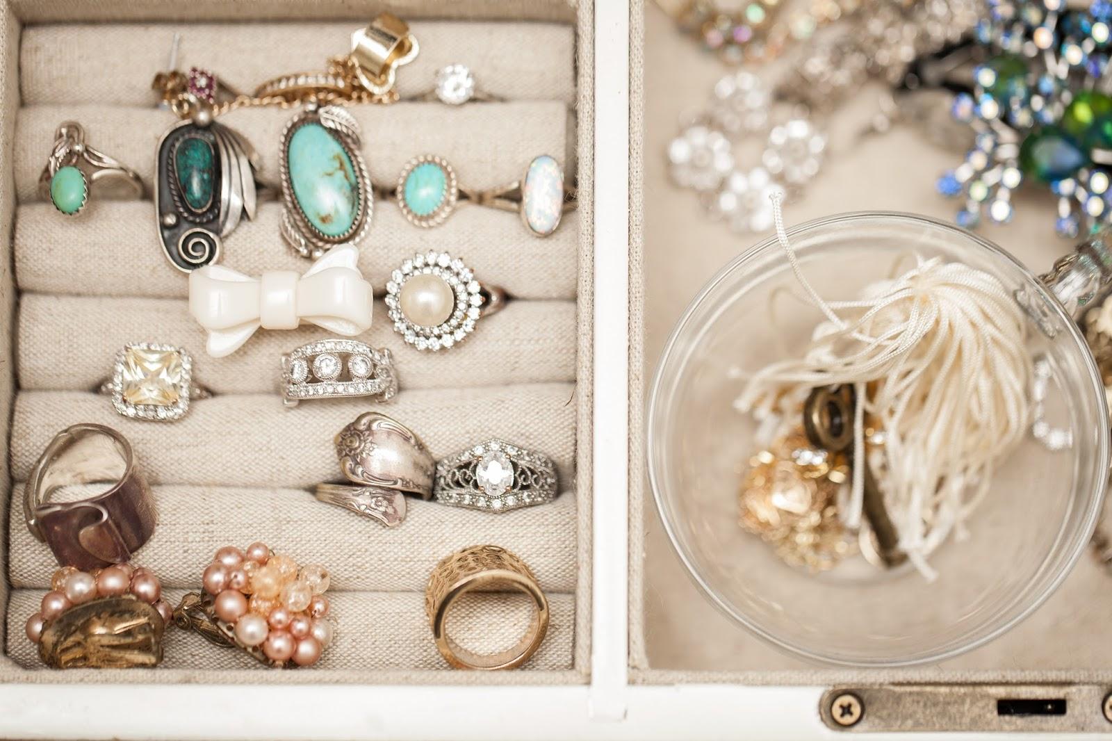Sittin Pretty Jewelry Box