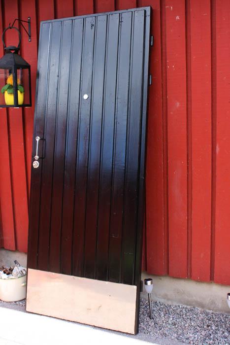 VÄRIEN VIVAHTEITA Ulko oven maalausta (Elokuu 2012)