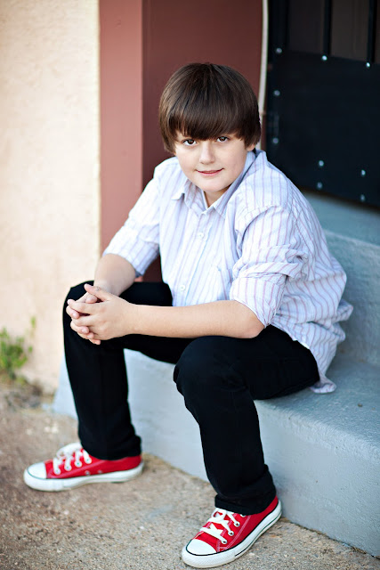 Oro Valley boy wears red Converse shoes during family photo shoot