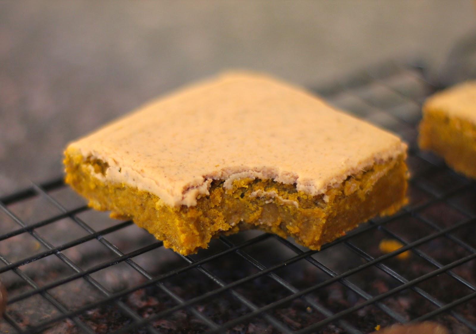 Healthy Maple Pumpkin Blondies with Pumpkin Pie Frosting (gluten free ...