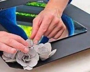 Kerajinan bunga dari bekas keranjang telur untuk hiasan tempelkan pada dinding atau almari atau kaca rias dengan lem buatlah berjajar mengelilingi cermin bulat ataupun kotak thecheapjerseys Images