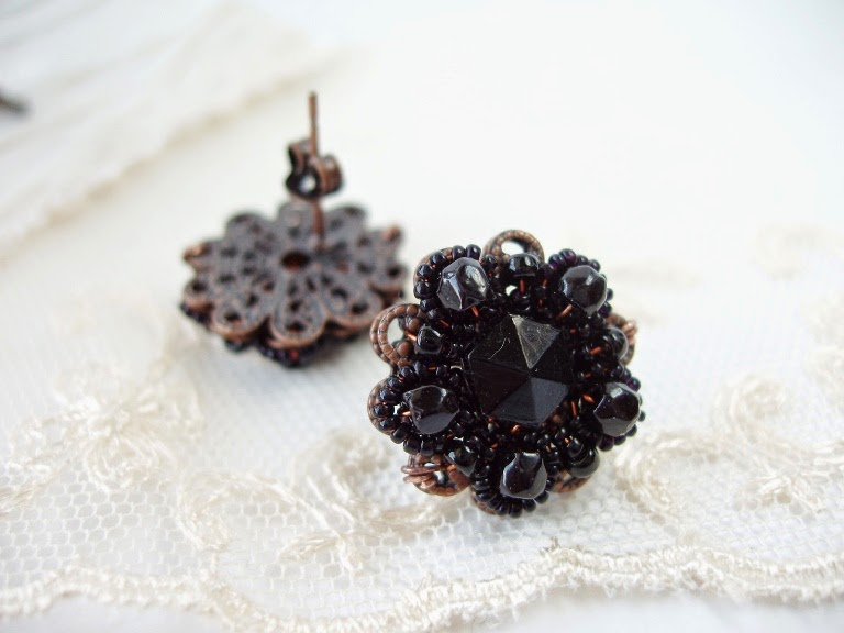 musta värvi post kõrvarõngad vintage helmestega