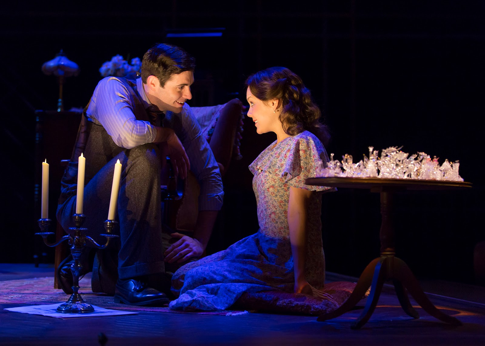 In The Glass Menagerie, how would you describe Laura's relationship with Amanda?