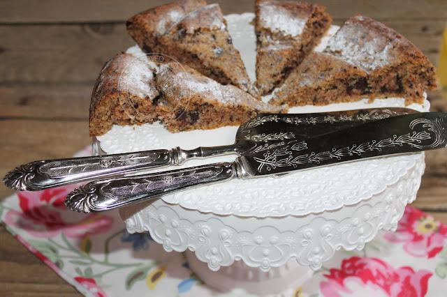 Ricetta | Torta senza uova con mascarpone, fave di cacao e cioccolato