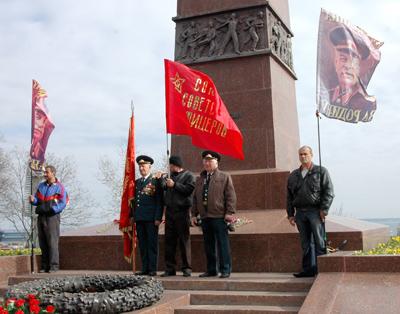 Фото Укринформ:у памятника Неизвестному матросу