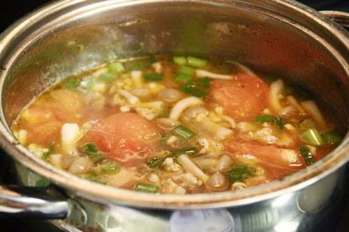 Mushrooms with Grinded Pork and Tomato Soup - Canh Nấm với Thịt Nạc