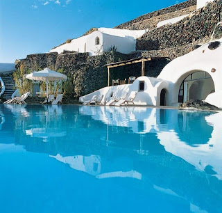 santorini luxury hotels 11