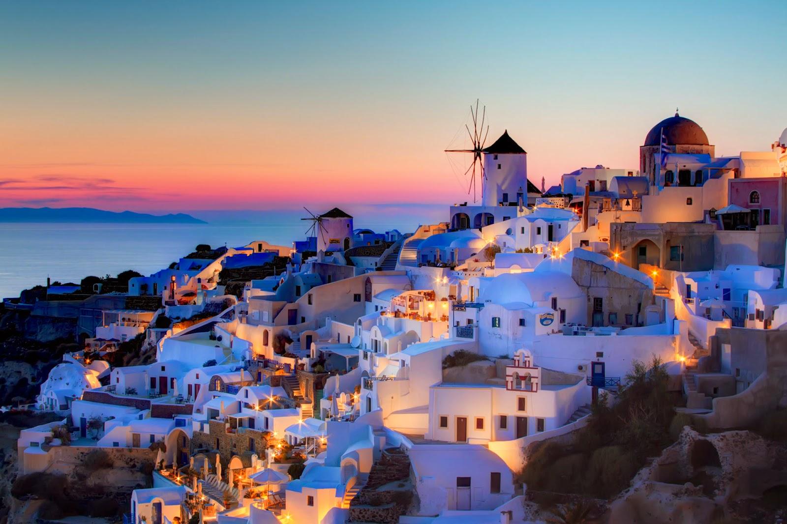 romantic oia island