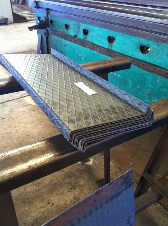 Plega corte y plegado de hierro en murcia escalones o - Peldanos de escaleras precios ...