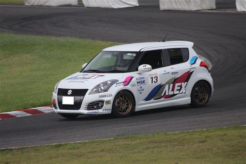Suzuki Swift IV , japoński samochód, sportowy, wyścigi, racing, tor wyścigowy, racetrack, motoryzacja, auto, JDM, tuning, zdjęcia, pasja, adrenalina, kultowe, 自動車競技, スポーツカー, チューニングカー, 日本車