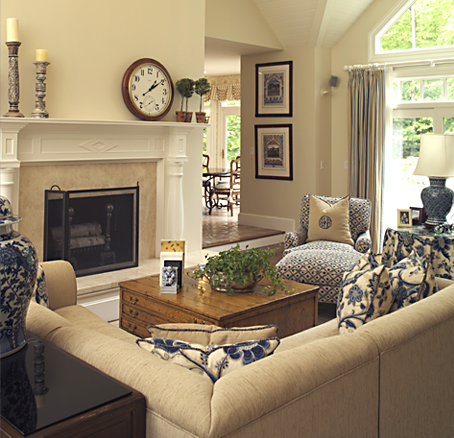 Tan and navy blue living room for Navy blue family room