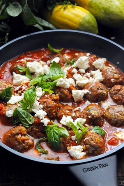 Le vendredi c'est retour vers le futur… Cuisiner moins pour profiter plus ! Petites boulettes parfumées et tomates…