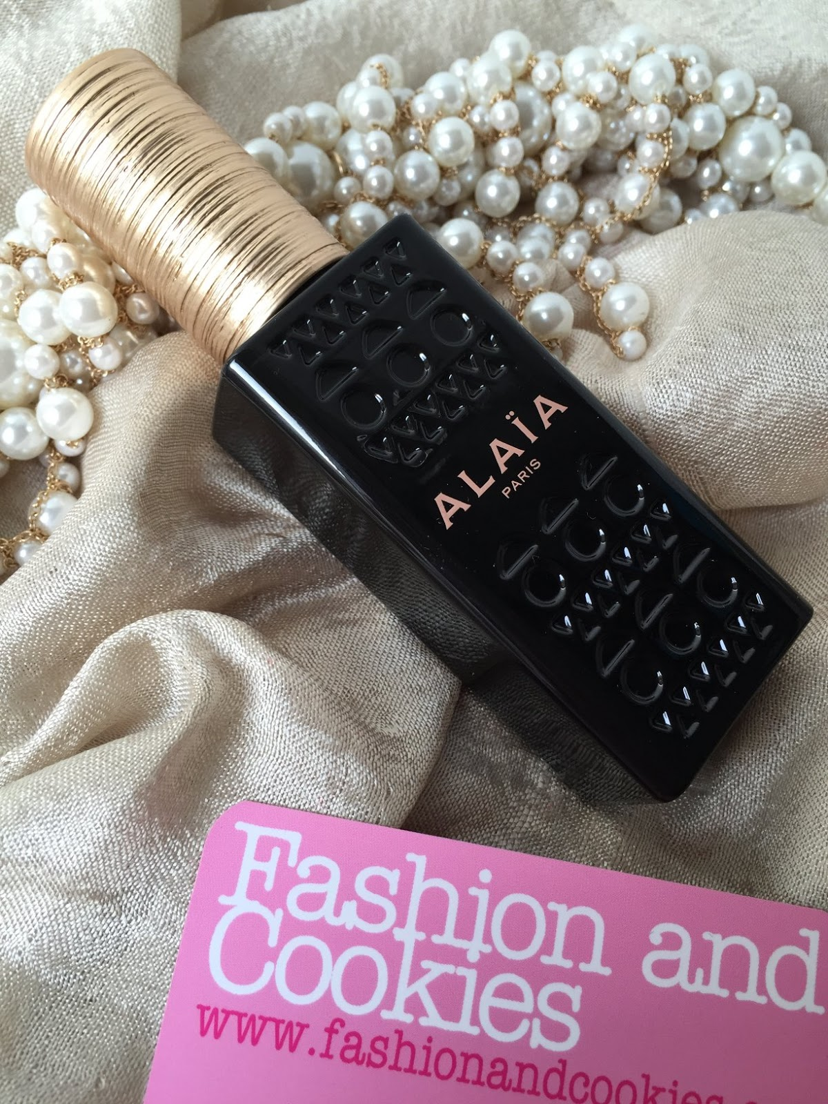 Alaïa Paris Eau de parfum review on Fashion and Cookies fashion and beauty blog, beauty blogger