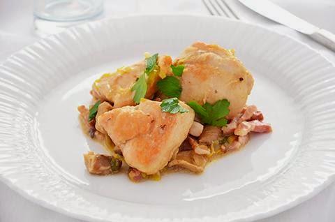 Pollo con funghi e pancetta