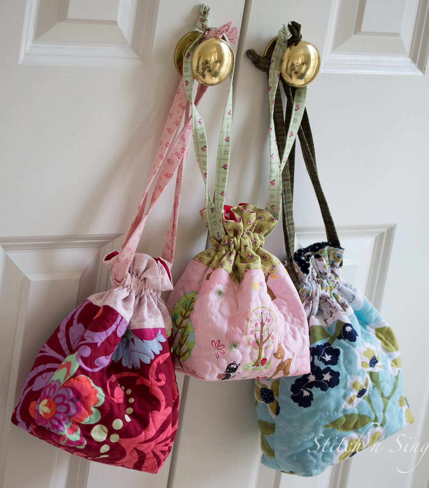 Stitch n Sing: Quilted Drawstring Bags